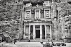 Khasneh al Faroun (L▲iv ©) Tags: world heritage del al petra siq unesco jordan 1985 giordana tesoro 2014 faraone faroun laivphoto khasneh ammuniti