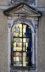 Golden church window (:Linda:) Tags: germany thuringia town hildburghausen stainedglass window reflection apostelkirche church pediment rocaille