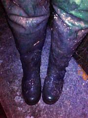 Daiwas dunked in mud (essex_mud_explorer) Tags: daiwa coarsefisher gates uniroyal vintage rubber thigh waders boots thighwaders thighboots green cuissardes watstiefel gummistiefel rubberwaders mud muddy mudflats creek estuary tidal schlamm boue matsch vintagewaders