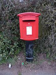 WR8 078 - Tunnel Hill [A4104] 130328 (maljoe) Tags: postbox royalmail eiir wr8