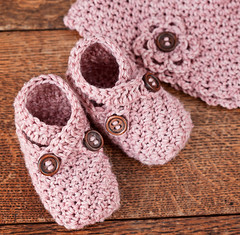 Baby Shoe and Hat Set (mon petit violon) Tags: boy baby girl hat set shoes pattern cross sandals patterns crochet gift strap easy slipper booties tutorial gladiator bootie