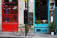 multicolor (taisiya_key) Tags: street city greatbritain blue red bicycle yellow canon scotland edinburgh britain kit velo canon450d