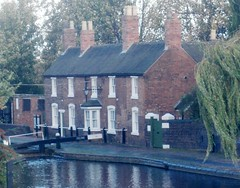 Wolverhampton Top Lock Cottages (Bridgemarker Tim) Tags: birmingham canals wolverhampton southamptonstreet toplockcottages