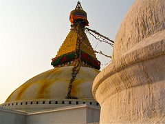Népal : Joyaux de Kathmandu (frankyb66) Tags: nepal sunset sun colour church yellow jaune trekking temple soleil eyes asia buddha stupa prayer religion monk buddhism oeil ciel monastery palais kathmandu asie konica tradition himalaya ethnic eglise couleur monastère cathedrale asiatique bodnath priere moine hindou bouddhiste coutume ethnie hindouhisme