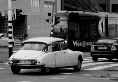 They are still out there (sie sind noch immer da) (Amsterdam RAIL) Tags: auto car french rotterdam citroen ds coche oldtimer ret zuidholland motorcar citronds citadis wilheminaplein posthumalaan