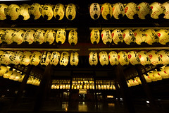 Lanterns (Takashi(aes256)) Tags: japan kyoto shrine  lantern  yasakashrine  chochin   nikond4 nikonafsnikkor1424mmf28ged