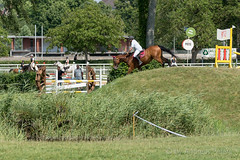 DSC05758_s (AndiP66) Tags: springen aarau samstag saturday 11juli2015 2015 juli july pferd horse schweiz switzerland kantonaargau cantonofaargau concours contest wettbewerb horsejumping springreiten pferdespringen equestrian sports pferdesport sport sony sonyalpha 77markii 77ii 77m2 a77ii alpha ilca77m2 slta77ii sony70400mm f456 sony70400mmf456gssmii sal70400g2 andreaspeters aargau ch