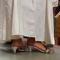 Street feet (116) (♠I Love Feet & Shoes♠) Tags: street sexy feet stockings pie shoes highheels sandals tights lingerie heels pés huf hoof bas pieds mules pantyhose schuhe casco piedi meias medias scarpe sandalias chaussures sapatos sandálias zapatillas sandalen ноги sandales чулки sabot sandali πόδια strümpfe ботинок παπούτσια туфля calcanhares каблуки füse σανδάλια κάλτσεσ копыто сандалий οπλή