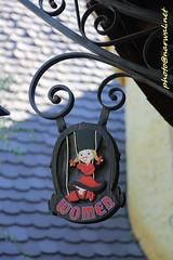 Disneyland (Narwal) Tags: disneyland anaheim ca california usa 美國 加州 迪士尼 樂園 sign 標誌 標示 restroom 盥洗室 廁所