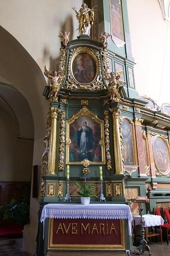 Ołtarz boczny północny kościoła Wniebowzięcia NMP i św. Stanisława BM w Bodzentynie