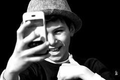 _DSC1680 -selfie (Le To) Tags: nikond5000 noiretblanc nerosubianco bw monochrome ritratto portrait enfant child selfie