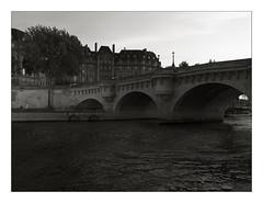 Paris... (Herbert Macário) Tags: andarilho paris sena 2014 herbertmacario