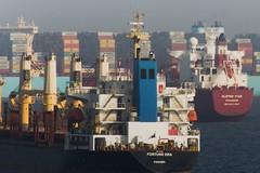 Tráfico Marítimo (A través del pentaprisma) Tags: andalucia ship barcos algeciras bahíadealgeciras cádiz gibraltar estrechodegibraltar españa spain europa maritimo transportemaritimo