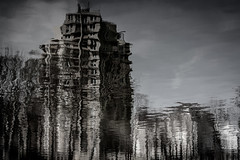 Auflösung (Rubina V.) Tags: berlin monochrom reflexionen house häuser reflection monochrome blackwhite art abstract abstrakt