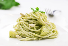 Spaghetti w/ pesto genovese (Mauro | PhotoForFood) Tags: light food recipe potatoes nikon bokeh flash naturallight basil spaghetti boke pesto softbox pinenuts basilico ricetta d60 foodphotography patate pinoli pestogenovese nikkor35mmf18 prostudio metz50af1 fotoquantum