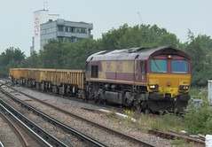 DB Scenker (EWS) Class 66 66133 Clapham Junction 18/6/13 (jmupton2000) Tags: diesel rail loco db 66 class locomotive network engineers schenker ews 66133