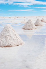 Salar de Uyuni, Bolivia (West Tribe) Tags: blue white desert pyramid cone salt bolivia desierto cones altiplano salardeuyuni potosidepartment