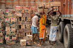 Unloading a truck at the fruit wholesale market in Calcutta, India. (cookiesound) Tags: life trip travel people india inspiration streets men travelling truck work canon photography reisen asia asien fotografie market box documentary labour boxes markt kolkata indien calcutta westbengal fruitmarket travelphotography wholesalemarket traveldiary workinglife eoman unloadingtruck carryingonhead travelphotographers cookiesound nisamaier ulrikemaier ullimaier unloadingboxes reisefotografen