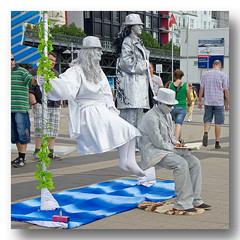 Wartebank   -   waiting  - illusion (cw_pic) Tags: street artist hamburg illusion soe hafencity knstler