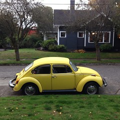 "#parkedinportland #yellow #vwbug • <a style=""font-size:0.8em;"" href=""https://www.flickr.com/photos/61640076@N04/10334012005/"" target=""_blank"">View on Flickr</a>"