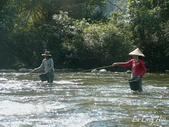 Fishing in the Sung River, Vang Bieng (durbanbay) Tags: kayak laos vangvieng laopdr vangviengkayaking