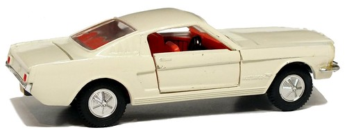 Dinky GB Ford Mustang fastback (1)