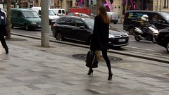 Elegante parisienne sur les champs elyses (elegantes75) Tags: paris champs jambes lyses talons parisienne hauts collants legante