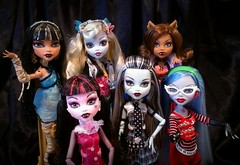 Back to Basics (ozthegreatandpowerful) Tags: blue original 3 monster hair de store high wolf doll dolls 1st ooak release first frankie nile thrift restore re custom cleo 2008 mh stein 2009 finds mattel deuce basic 2010 gorgon ghouls lagoona rerelease yelps ghoulia clawdeen draculaura