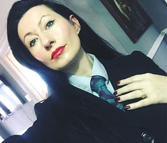Donna (bof352000) Tags: woman tie necktie suit shirt fashion businesswoman elegance class strict femme cravate costume chemise mode affaire