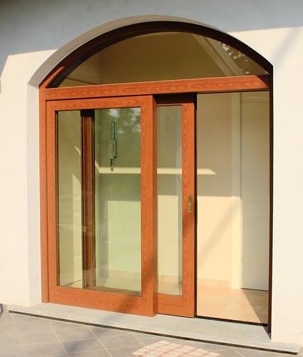 Alzante scorrevole DUO legno alluminio con sopraluce ad arco