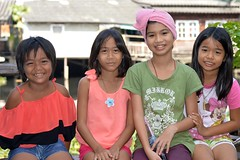 pretty girls (the foreign photographer - ) Tags: girls portraits thailand pretty bangkok young preteens khlong bangkhen thanon vision:people=099 vision:face=099 vision:groupshot=099 fromyoutous