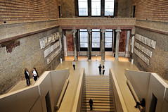 Stairs - Neues Museum - Berlin (PascalBo) Tags: people berlin museum architecture stairs germany nikon europe capital muse stairway unesco staircase capitale allemagne escalier worldheritage museumsinsel d300 neuesmuseum museumisland patrimoinemondial pascalboegli
