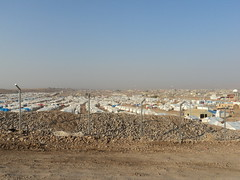 "Blick auf das Flüchtlingscamp bei Erbil • <a style=""font-size:0.8em;"" href=""http://www.flickr.com/photos/65713616@N03/11046579495/"" target=""_blank"">View on Flickr</a>"