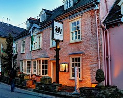 Crickhowell - Crug Hywel (thomascambrensis) Tags: wales hotel evening town christmaseve touristattraction monmouthshire dragoninn breconbeaconsnationalpark crickhowel crughywel