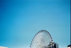 晴空下嬉戲 (nelson_片刻組成永恒) Tags: sky nikon nikonfm2 美麗華 摩天輪 fm2 天空