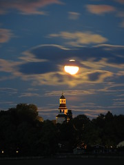 Vrdsbergs kyrka 21 sep 2013, fullmne(full moon) IMG_3936A (Johan Kleventoft -resting, back soon) Tags: moon night clouds landscape twilight churches swedish full nightshots kyrka svenska moln stergtland mnen nattfoto fullmne kyrkor vrdsberg vrdsbergs
