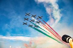 Brivido tricolore (Roberto Fiscella) Tags: robertofiscella aerei airshow broloairshow acrobazie