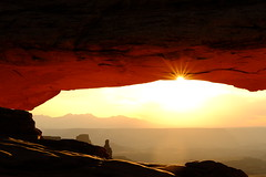 Canyonlands national park  Mesa arch Utah (S.Kuroda) Tags: sky 富士フィルム utah 朝日 nationalpark nature sunrise mesaarch fujifilm xpro2 explore america fujifilmxpro2 50mm 富士フィルムxpro2 landscape 35mm exploreutah