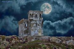 Ruina en Tarifa (alanchanflor) Tags: ruinas misterio cielo terror luna abandono azul tarifa cádiz andalucía españa nubes torre canon mistery moon tower sky ruins m mystery abandonment miedo fear