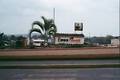 La Casa de Nadie (AndreiSaade) Tags: minolta himatic7s minoltahimatic7s himatic kodak proimage 100 streetphotography rangefinder 35mm 35mmfilm keepfilmalive istillshootfilm méxico xalapa film