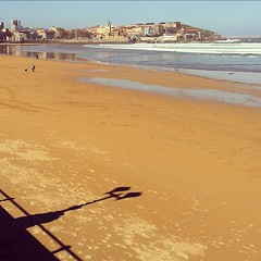 Playa de #gijn #estoesasturias #beach #playa (Asturiphone) Tags: beach playa gij uploaded:by=flickstagram estoesasturias instagram:photo=1432261543505089128026757