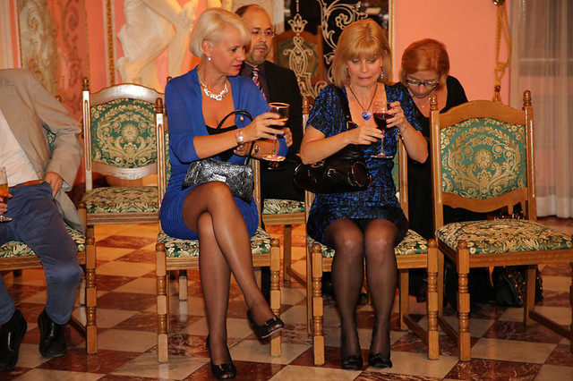 pumps reception heels elegant beine empfang kleider strumpfhose strumpfhosen kleid abendkleid hübsch cocktailkleid schlosscobenzl