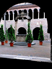 Bologna, Santo Stefano.  La cisterna del chiostro (Melisenda2010) Tags: arte bologna architettura medioevo chiese