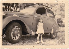 adosee a une 202 Peugeot (desfemmesetdesvoitures@yahoo.fr) Tags: auto old woman white black cars car sedan vintage wagon photo und mujer women noir photos femme voiture nb des collection coche autos frau dame et mujeres fille blanc coches filles femmes dona voitures ancienne cabriolet oldy dames anciennes wagen machina oldys regazza wagens bw conductrice conductrices desfemmesetdesvoitures