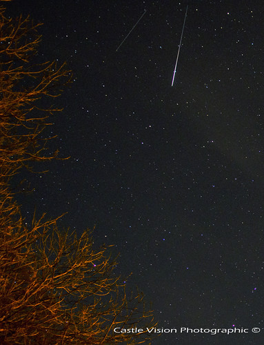 "Geminid + Satellite • <a style=""font-size:0.8em;"" href=""http://www.flickr.com/photos/46263037@N04/11385878173/"" target=""_blank"">View on Flickr</a>"