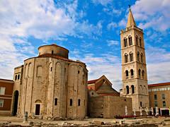 Conservar y restaurar (Jesus_l) Tags: europa zadar croacia jesúsl iglesiadesandonato catedraldesantaanastasia ruinasfororomano