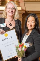 Suzanne Frejd och Isabell Jäder från Svenska Bostäder, Bästa förbättrare 2013 i klassen Information & Service.