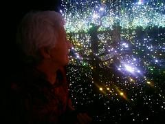 Rita in wonderland (saudades1000) Tags: light art wonder heaven luzes wonderland aging contemplate contemplating esoteric yayoikusama idosa artexpo envelhecendo sonhando envelhecer seniorsenhorasonhandocontemplarcontemplando