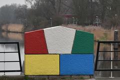 Kleurig stukje op de Pleiadenbrug (zaqina) Tags: mondriaan pleiadenbrug basculebrug paddepoel vinkhuizen pleiadenlaan siersteenlaan reitdiep de ploeg schilderscollectief