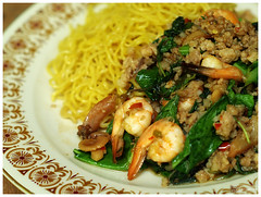 Noodle with Stir fried Holy Basil (b. inxee) Tags: food thaifood padkaprow noodleholybasil